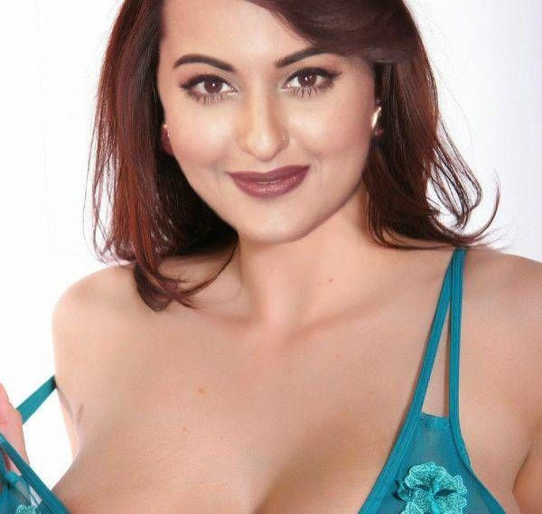 Sonakshi sinha sexy boobs photos