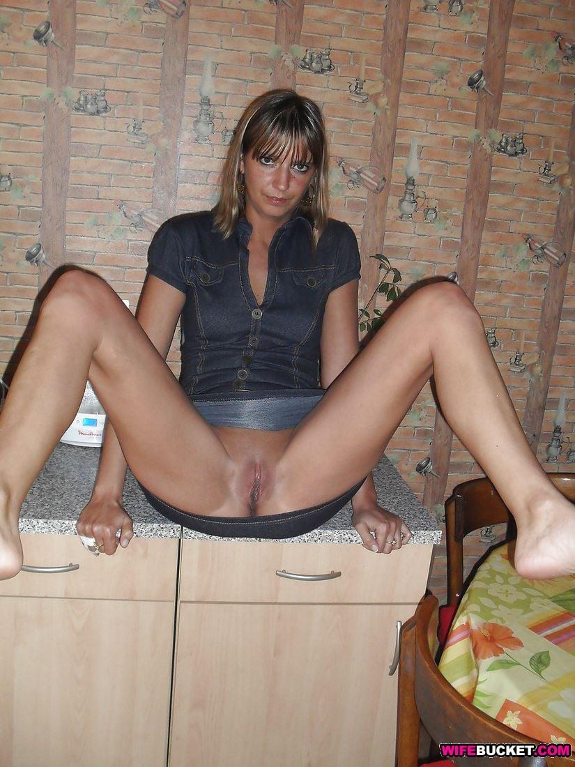 Nude amateur wife spreading
