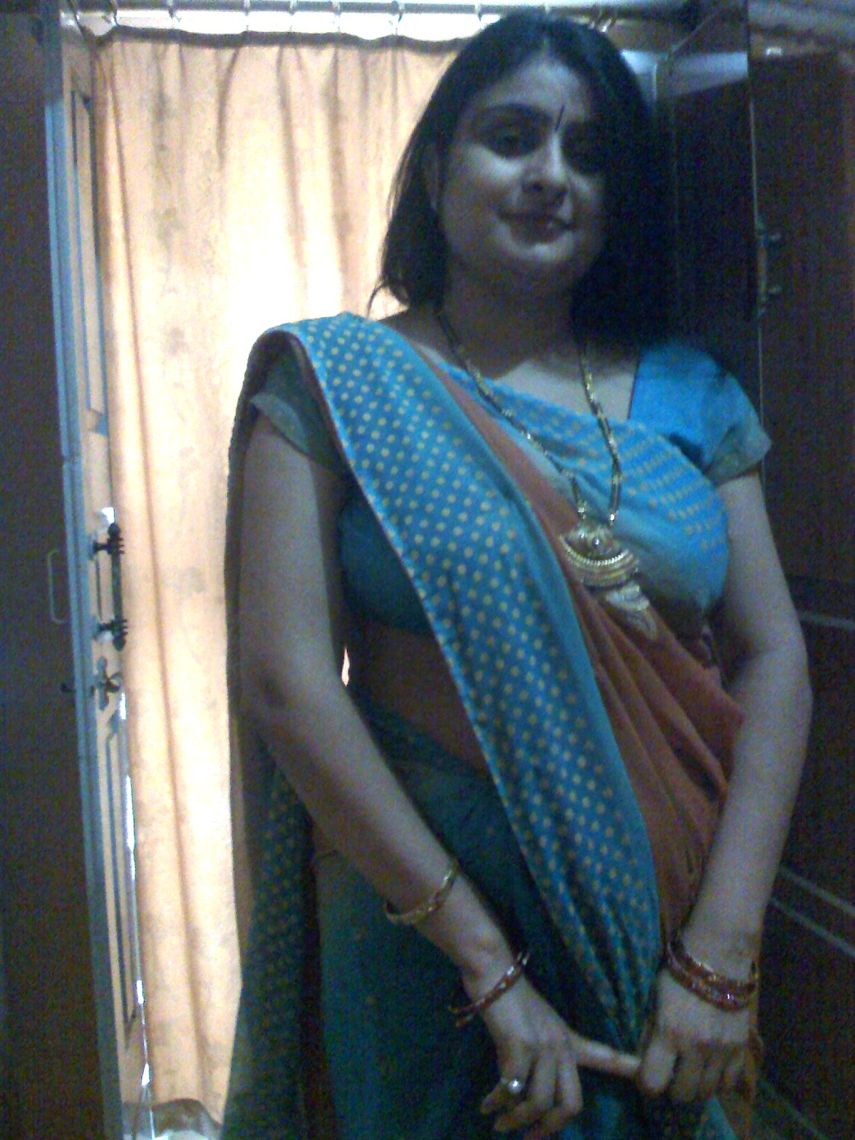 Indian aunty nude boob s blouse pics