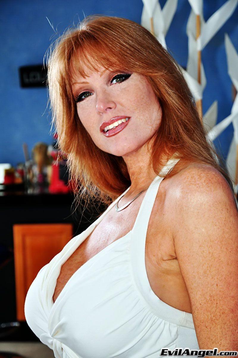 Naked mature women big tits redhead