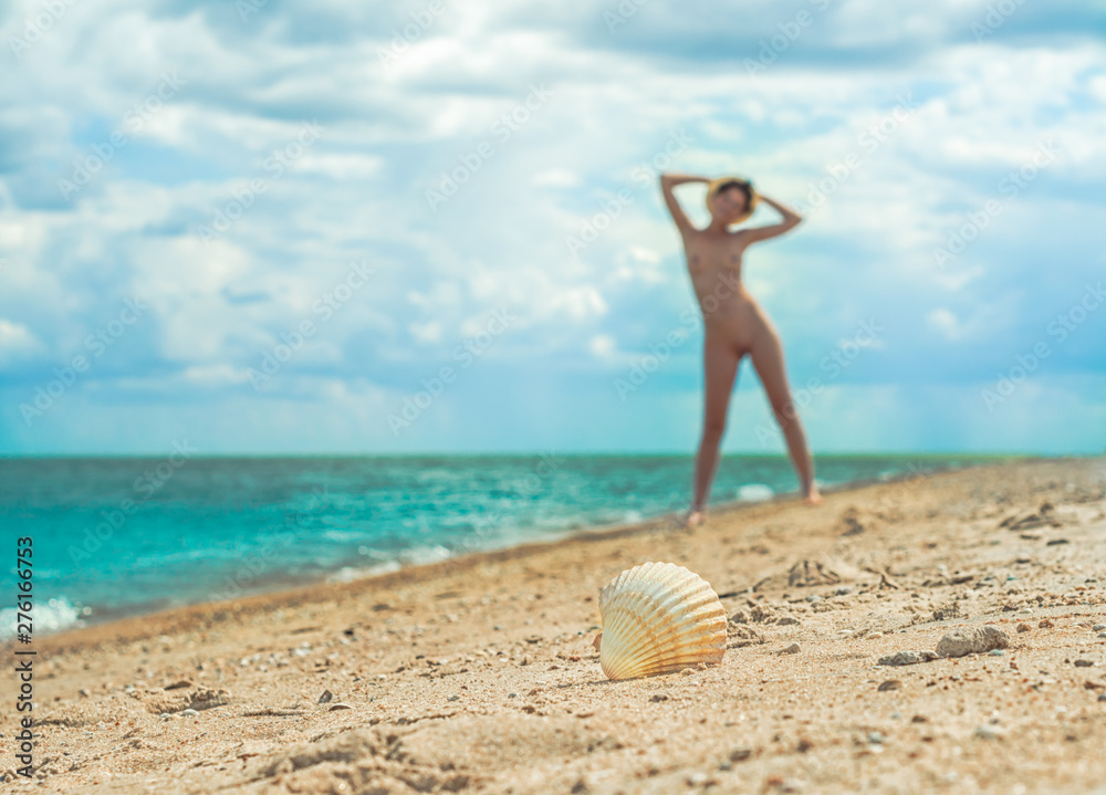 Girls nude at beach