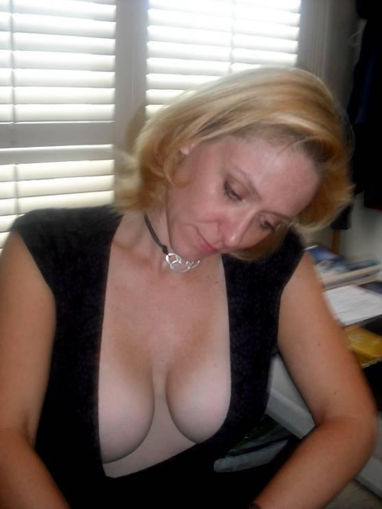 Very hot cougar mom