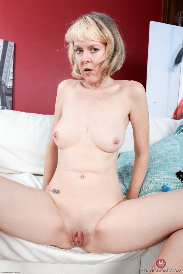 Saggy hairy granny in panties