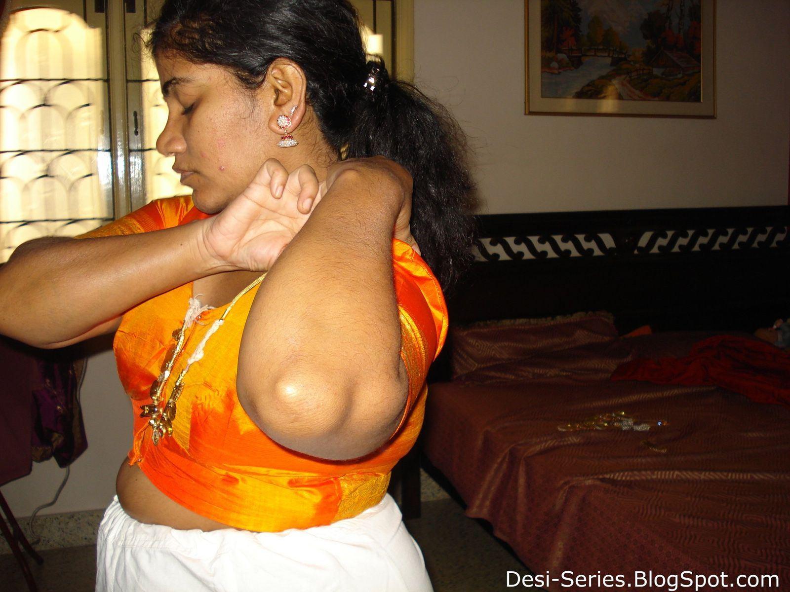 Xossip hot naked aunty