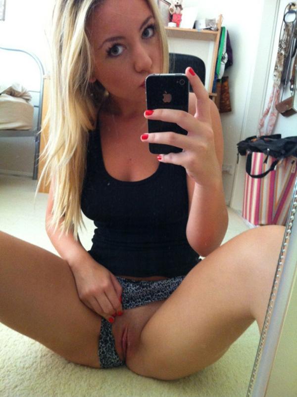 Blonde nude selfie pussy