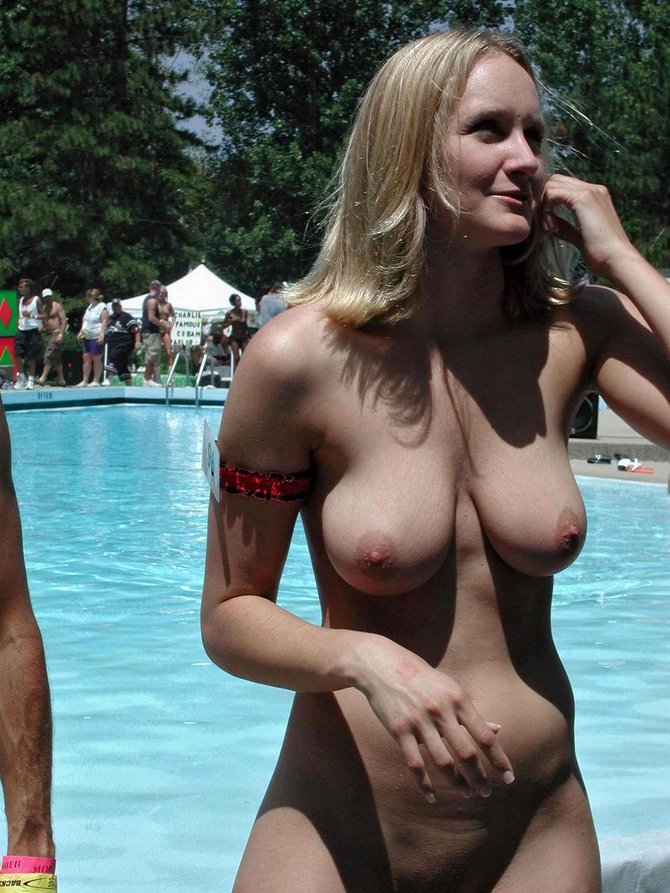 Amateur nude women at the pool