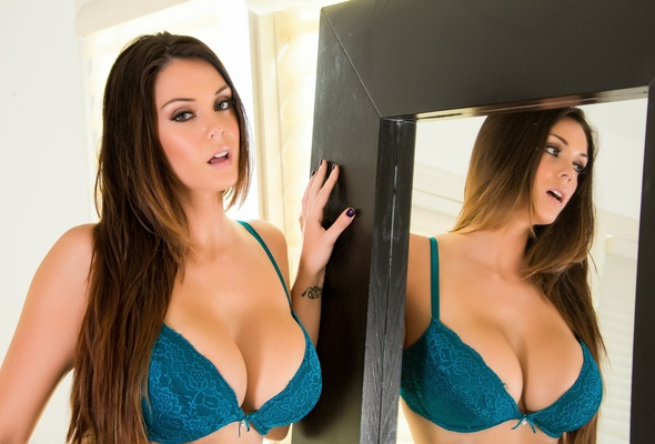 Sexi porn star big boobs in bra