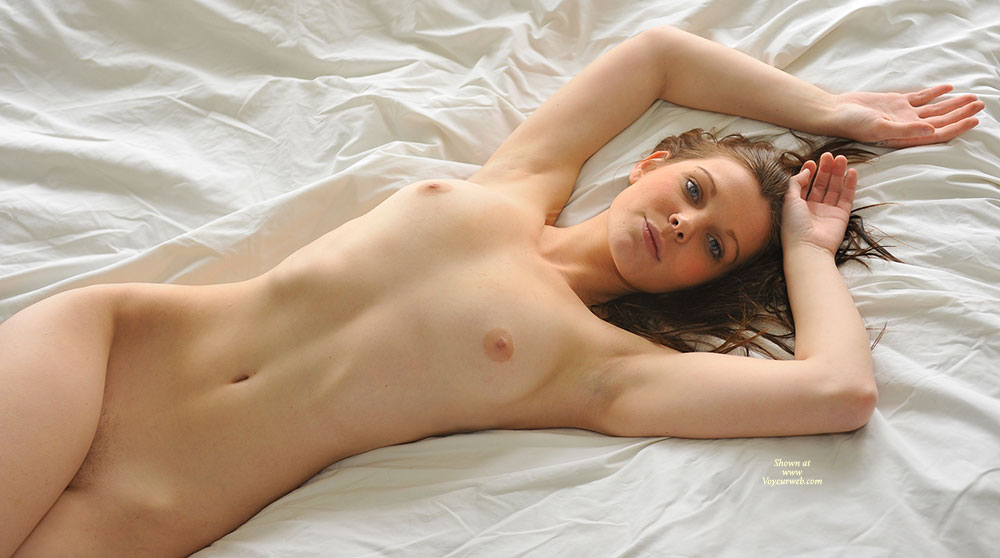 Hot sexy nude girls on bed