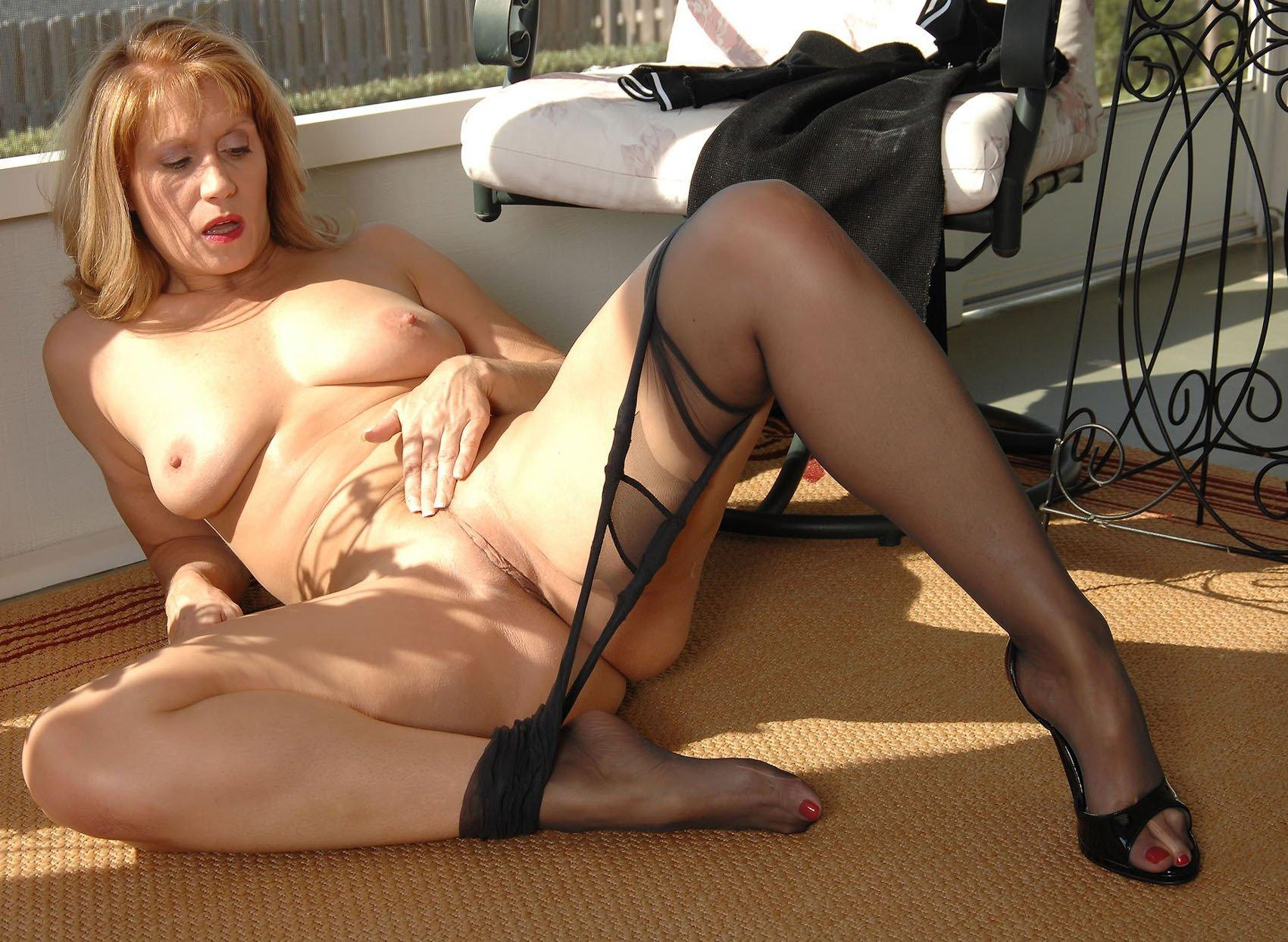 Nude mature milfs nylons
