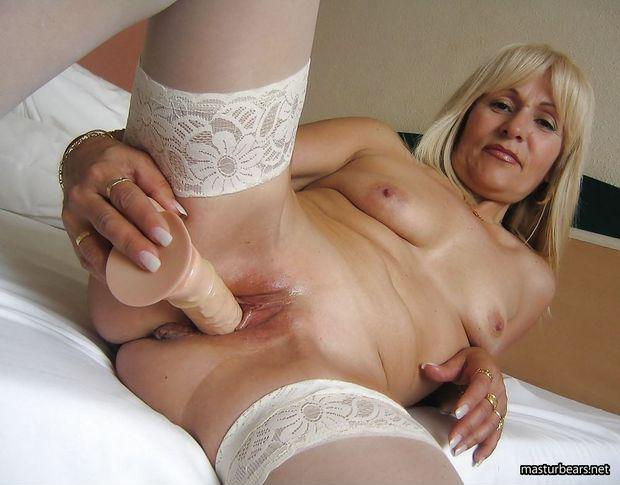 Amateur blonde milf bedroom