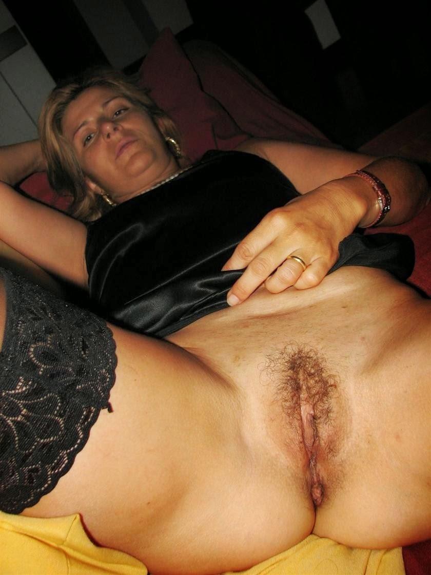 Amateur hairy italian pussy