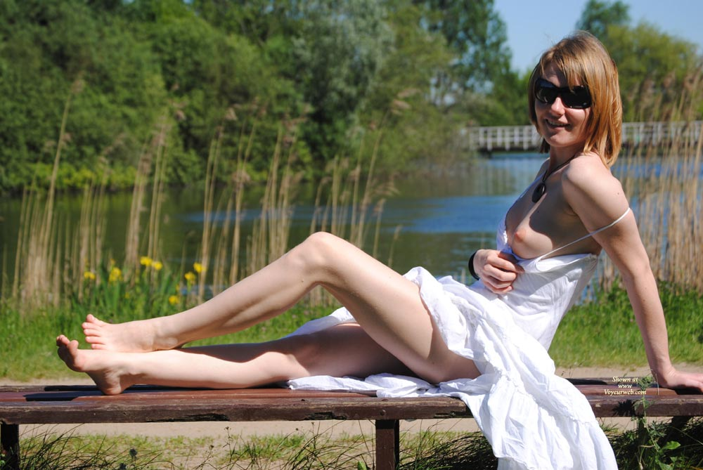 Amatuer nude wife daring upskirt pics