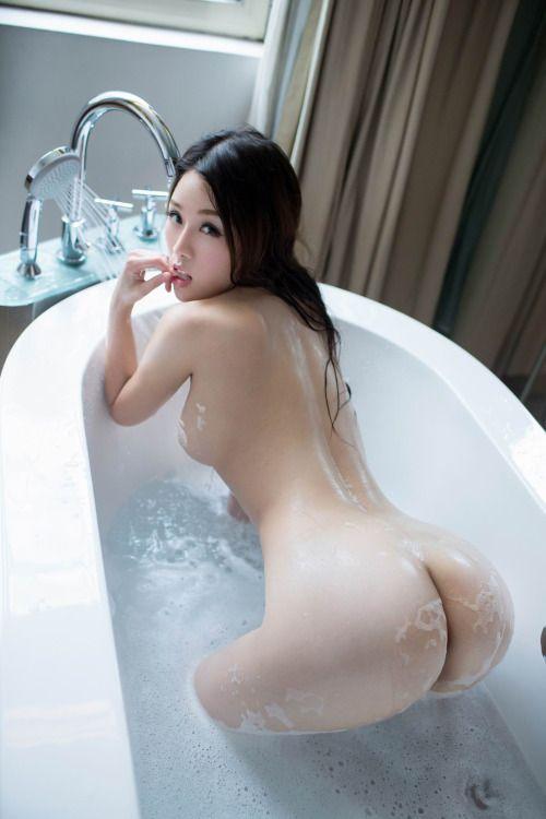 Nude asian girl ass