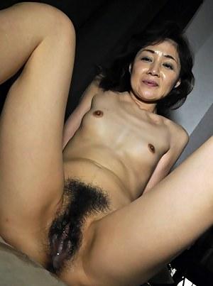 Beautiful mom asian pussy