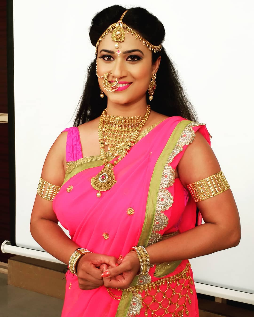 Desi aunty saree hot