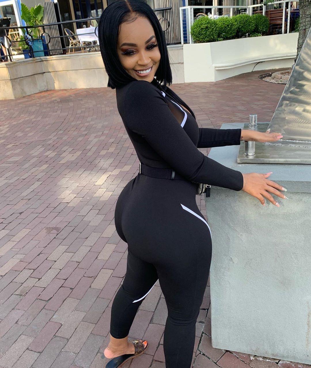 Huge black ass in spandex