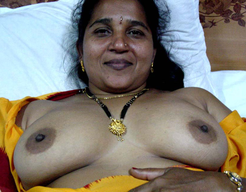 Desi indian aunty tits