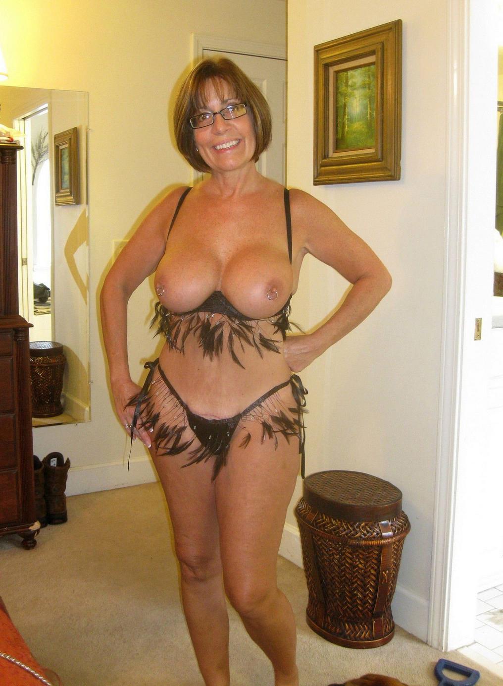 Hot sexy naked cougars