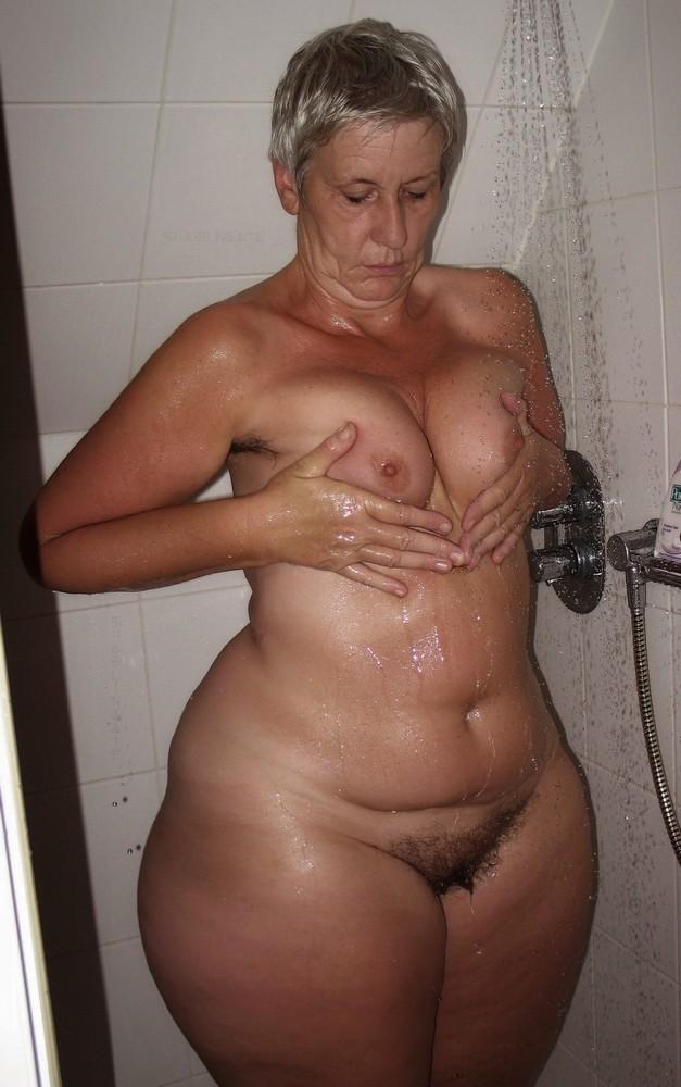 Naked big hips woman