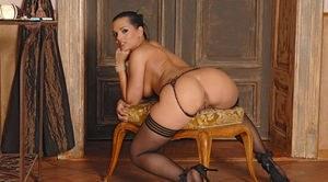Big black naked bubble butt