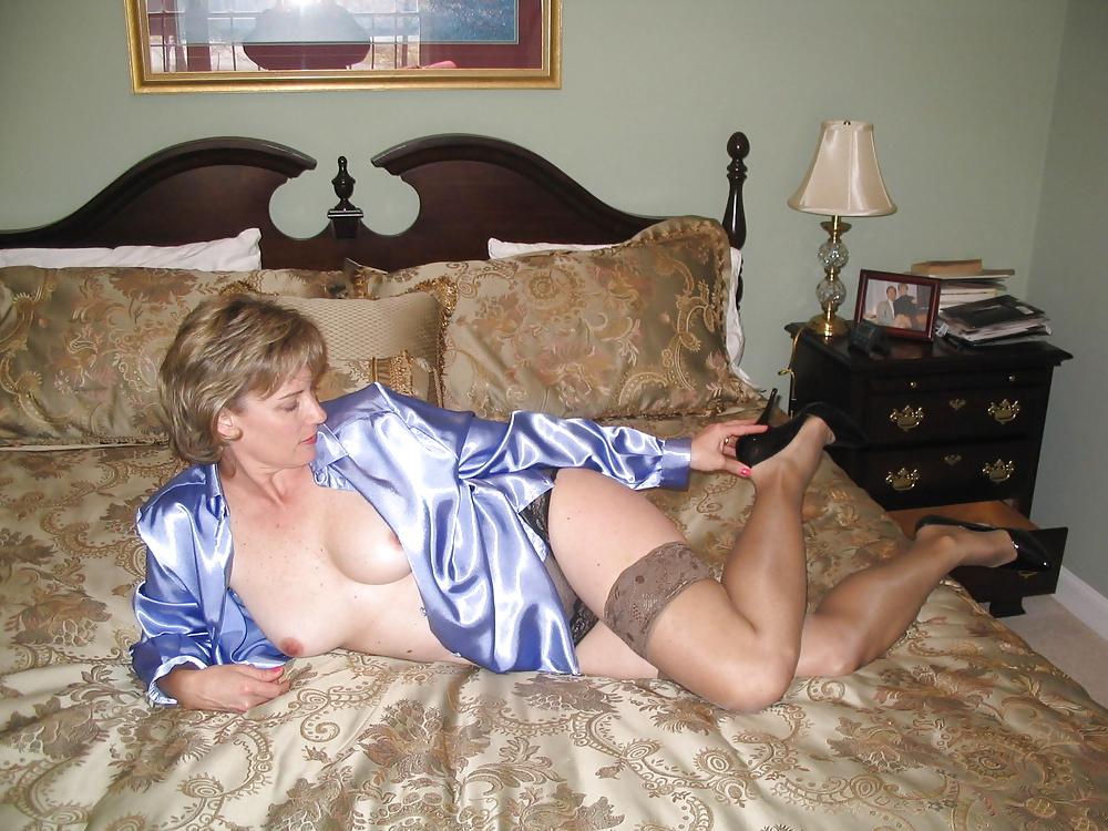 Sexy mature blonde milf