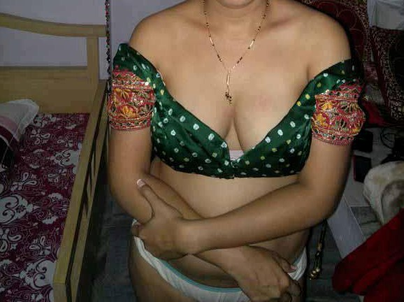 Indian aunty naket hd pics with saree